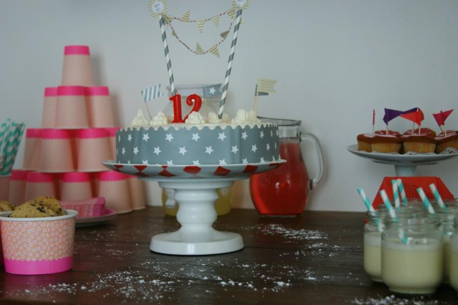 une jolie table d'anniversaire