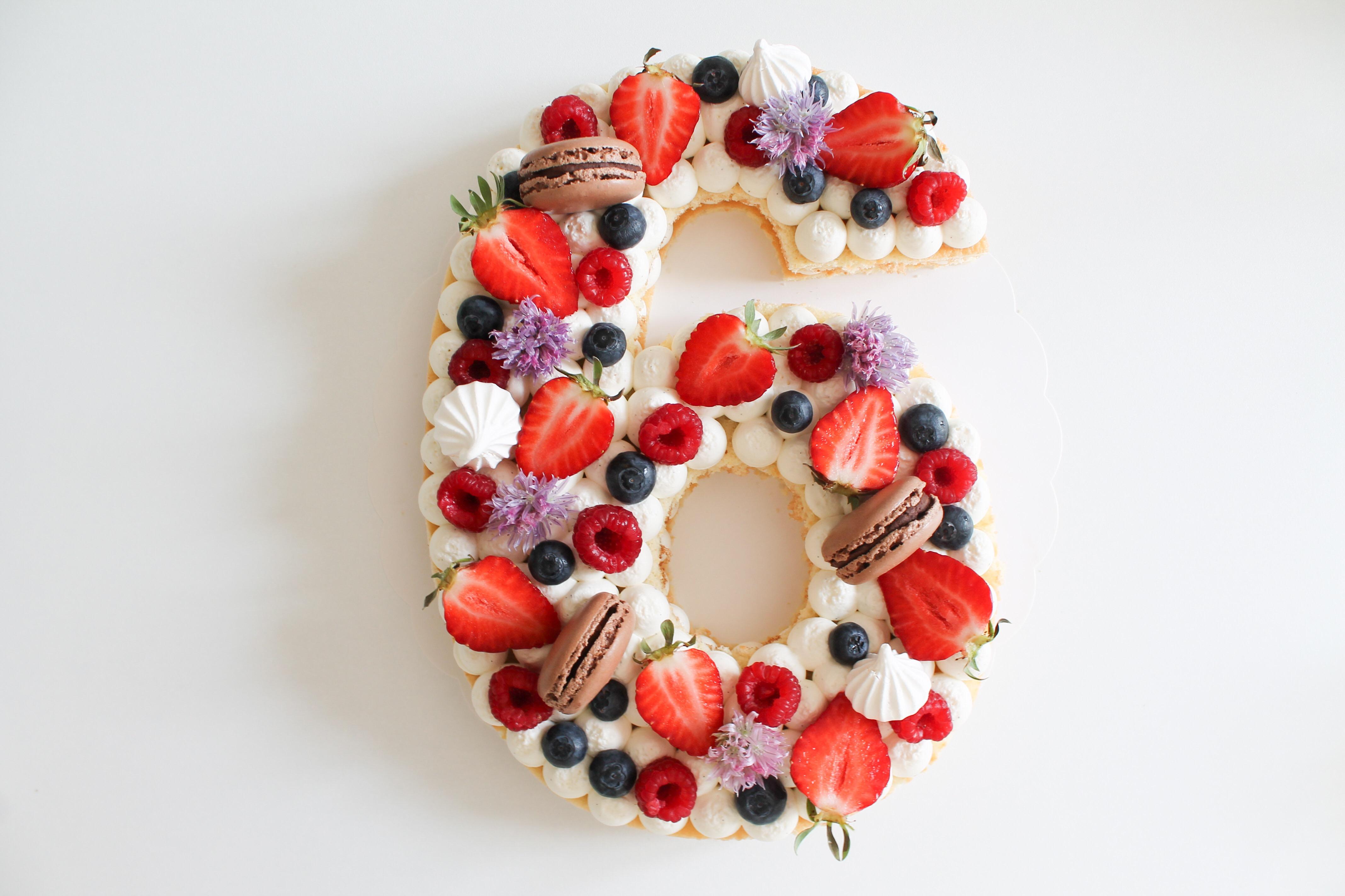 NUMBER CAKE VANILLE ET FRUITS ROUGES