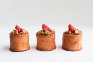 Choux cylindriques pistache framboise